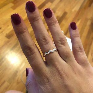 Pandora classic zig zag ring